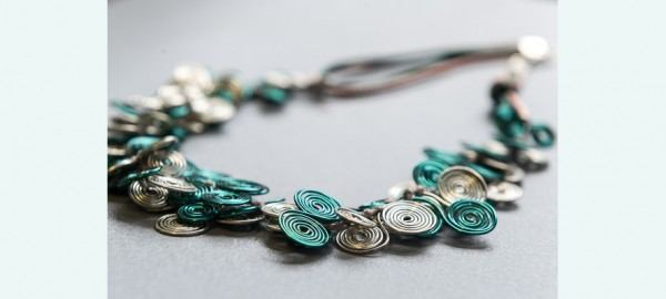 Schitterende juwelen maken uit recyclage materiaal